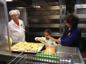 Sadie Rae makes Crogels with Beth Leonard at Stew Leonard's